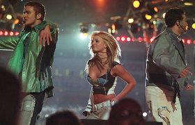 """""""Aerosmith"""", """"'N Sync"""" ir Britney Spears pasirodymas per ilgąją """"Super Bowl"""" pertrauką"""