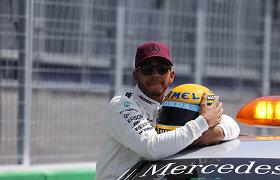 Lewisas Hamiltonas su Ayrtono Sennos šalmu