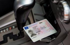 Seimas: tapatybę įrodys ir vairuotojo pažymėjimas