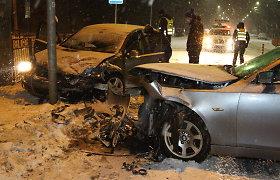 """Panevėžyje prieš eismą nuslydęs BMW kaktomuša rėžėsi į """"Volkswagen"""""""