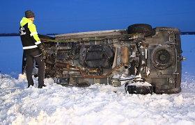 """Dramatiška Tytuvėnėlių avarija: gelbėdamas stirną, jaunas """"Audi"""" vairuotojas paaukojo savo gyvybę"""