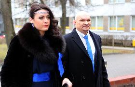 Teismas nutraukė A.Vilčinsko ir perpus jaunesnės žmonos santuoką, bet jie dar turi bendrų planų