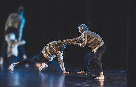 """Spektaklis """"Aside"""": trapios žmogiškų santykių kūrimo pastangos"""