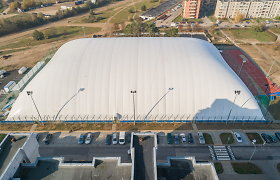 Stadiono Pilaitėje kupolą pripūtė rudenį, o sportininkus įleis tik pavasarį