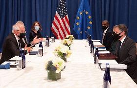 """ES ragina siekti """"stipresnio pasitikėjimo"""" su JAV po ginčo tarp Paryžiaus ir Vašingtono"""