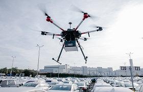 """Kodėl virš """"Audi"""" gamyklos sukiojasi dronai?"""