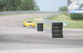 Žiedinių lenktynių trasoje Kauno rajone susidūrė 3 automobiliai