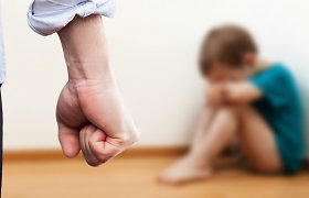 Įtarimai: Vilniaus rajone socialinės darbuotojos namuose galėjo būti skriaudžiamas vaikas