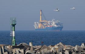 """Baltijos jūroje atnaujintos kontroversiško dujotiekio """"Nord Stream 2"""" statybos"""