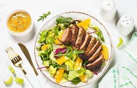 Skonius suvienijantis salotų padažas: 5 įdomūs receptai šiltajam sezonui