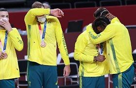 """Ašaras šluosčiusiam australų senbuviui – komandos draugo raginimas: """"Šypsokis!"""""""