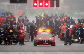 """Trumpiausios lenktynės per """"Formulės 1"""" istoriją: kovą nutraukia gamta ir avarijos"""
