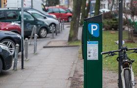 Vilnietė piktinasi: kol buvo užsienyje, už parkavimą pinigai nuskaičiuoti Vilniuje