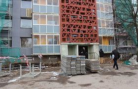 Renovacijos grimasos Marijampolėje: siūbuojantys balkonai, skylės sienose ir landos pas kaimynus