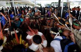 Brazilijoje lankais ginkluoti genčių protestuotojai mėgino įsiveržti į Kongresą