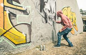 Klaipėdoje sulaikytas jaunuolis su draugu piešęs grafiti ant garažų