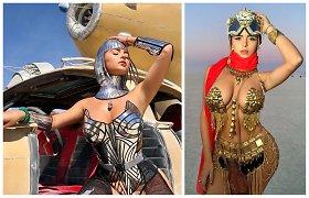 """""""Burning Man"""" festivalyje – amą atimantis modelio Demi Rose stilius"""