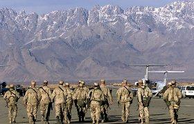 Skubus amerikiečių pasitraukimas iš vienos didžiausių bazių Afganistane ir Britų laivyno galia jūrose