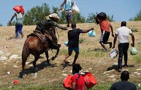 JAV pradėjo masiškai siųsti iš Teksaso haitiečius migrantus