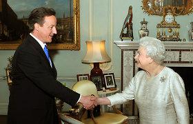 Buvęs britų premjeras D.Cameronas prašė karalienės įsikišimo per Škotijos referendumą