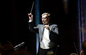 Ko niekada nedarytų operų dirigentai, nors režisieriai tai sau leidžia?