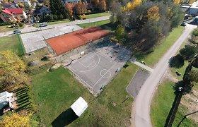 Gyventojai susikibo dėl sporto aikštelių: prie užrakintų vartų svaidosi kaltinimais vieni kitiems