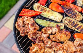 15 grilio patiekalų savaitgaliui: kepame ir mėsą, ir sūrį ar vaisius