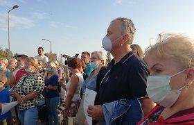 Nuo smarvės net žiaugčioja: klaipėdiečiai į protestą atėjo su kaukėmis