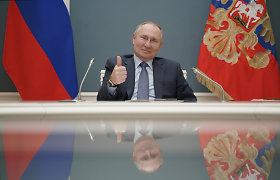 V.Putinas pasirašė įstatymą, suteikiantį teisę eiti pareigas dar dvi 6 metų kadencijas