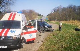 """Tauragės rajone """"Audi"""" lenkimo metu susidūrė su """"Hyundai"""": keleivė išvežta į ligoninę"""