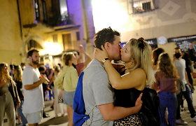 COVID-19 lyg nebūta: ispanai audringais vakarėliais gatvėse atšventė komendanto valandos pabaigą