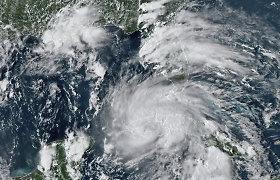 Kubos ir JAV link artėjanti audra Ida sustiprėjo iki uragano, sako meteorologai