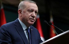 R.T.Erdoganas gina savo diplomatijos vadovą po jo ginčo su Graikijos kolega