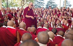 Dalai Lama apie pandemiją: dabar mums vien maldos nepadės, problemas išspręsti gali mokslas ir žmonių sumanumas