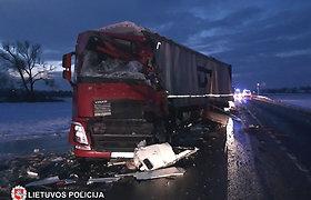 Ryto avarijoje žuvo Rusijos ir Latvijos piliečiai, kelias Marijampolė–Suvalkai atidarytas tik popiet