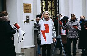 """Nauja radijo laida """"Onomatopėja"""": poezijos spiritizmo seansai su Laima Kreivyte"""