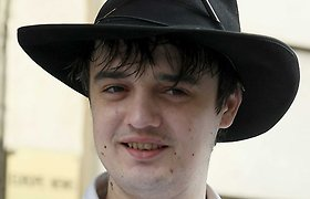 Britų rokeris Pete'as Doherty išvengė arešto teisme, bet po jo buvo suimtas