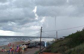 """15min skaitytojas užfiksavo viesulą virš Baltijos jūros: """"Vandens purslus iškėlė į padebesius"""""""