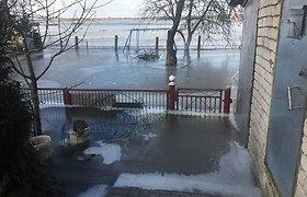 Potvynis skandina Pagėgių savivaldybės apylinkes: vandens lygis toliau kyla