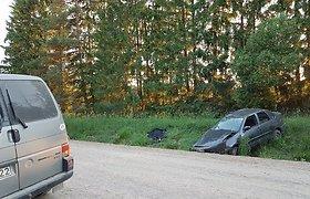 """Avarija Šalčininkų rajone: """"VW Polo"""" atsidūrė griovyje"""