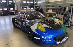 "Justas Jonušis, Deividas Jocius ir Nemunas Dagilis ""Aurum 1006 km"" lenktynėse startuos ""Porsche GT3-R""."