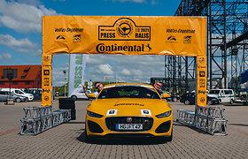 """15min atstovai Žilvinas Pekarskas ir Giedrius Žiura nugalėjo  Press Rally 5000+ žurnalistų įskaitoje vairuodami """"Jaguar F-Type"""""""