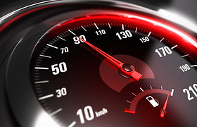 Rusijoje svarstoma leisti kai kuriomis magistralėmis važiuoti 150 km/val.