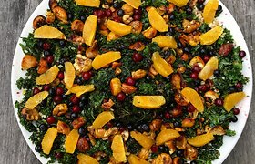 Ir kasdien, ir prie šventinio kepsnio: lapinio kopūsto salotos su apelsinais ir medumi