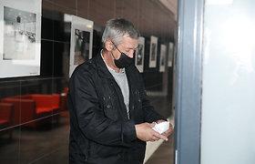 Mamos pasmaugimu kaltintas sūnus atvyko į teismą