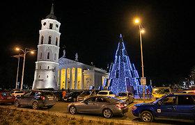 Pirmadienio vakaras prie Vilniaus Kalėdų eglės