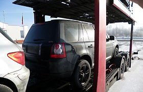 """Pasieniečiai sulaikė į Lietuvą gabentą vogtą visureigį """"Land Rover Freelander"""""""