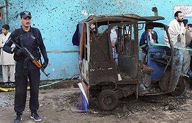 Pakistane prie mokyklos sprogus bombai žuvo vienas žmogus, 15 sužeisti (nuotraukos)