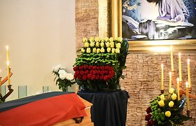 Partizano J.Streikaus-Stumbro laidotuvėse – gėlės nuo prezidento