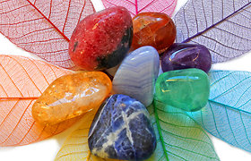 Kokie akmenys padeda prisivilioti sėkmę?